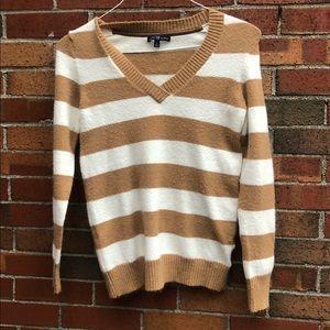 Gap v neck striped sweater